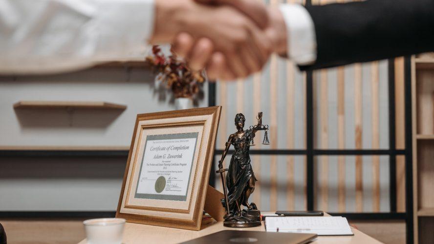 Advogado online: Veja dicas para a contratação