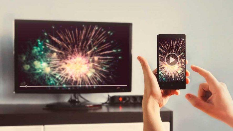 Aprenda a espelhar o celular na TV e a ver tudo o que você deseja em tamanho grande